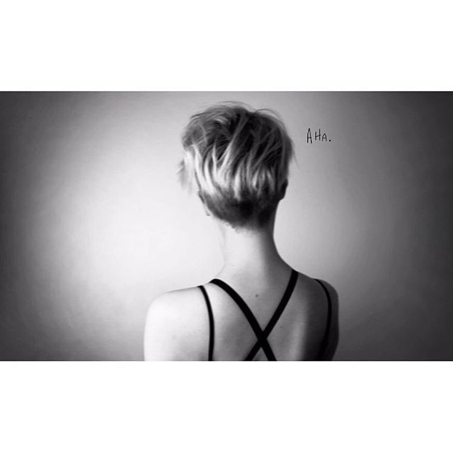 Lass uns ein Spiel spielen lieber Kopf. Der Verlierer fängt an. #overthinking#brainfuck#aha#photo#photography#portrait#artistportrait#girl#head#shorthair#pixiecut#blackandwhite#hh#hamburg#handwritten#typo http://tipsrazzi.com/ipost/1511914257750921530/?code=BT7ZgHIF5E6