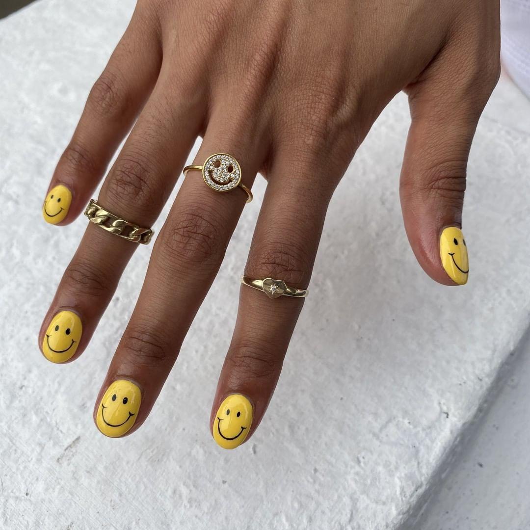 Rihanna S Smiley Face Nails Rihanna Nails Happy Nails Nail Art Design Gallery