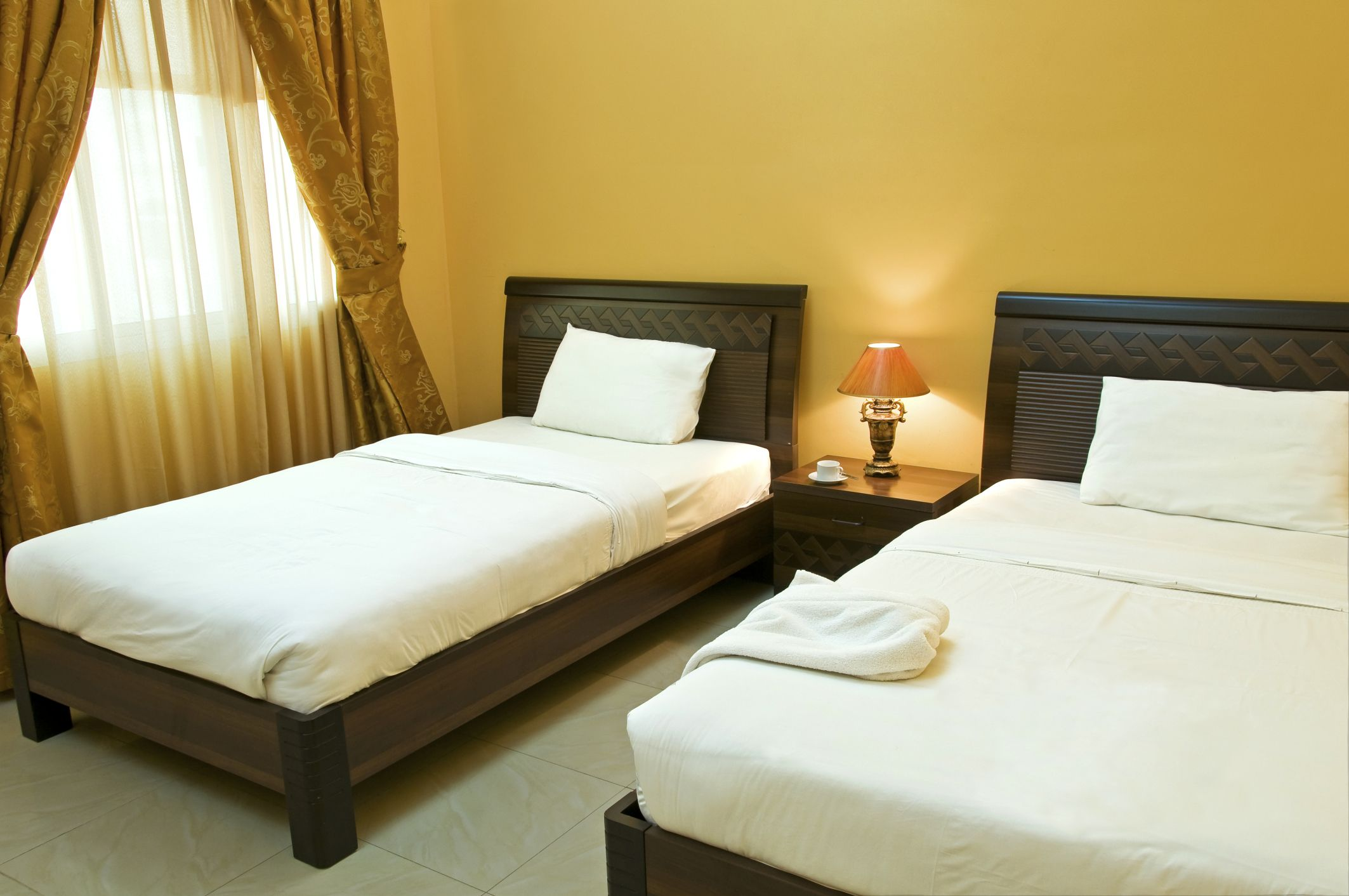 Single Bed Vs Twin Bed Hunker Bed Twin Bed Mattress King Beds