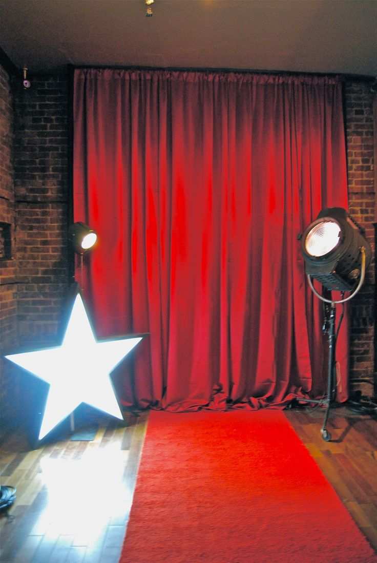 Vintage Photo Backdrop Idea For Your Hollywood Prom Theme