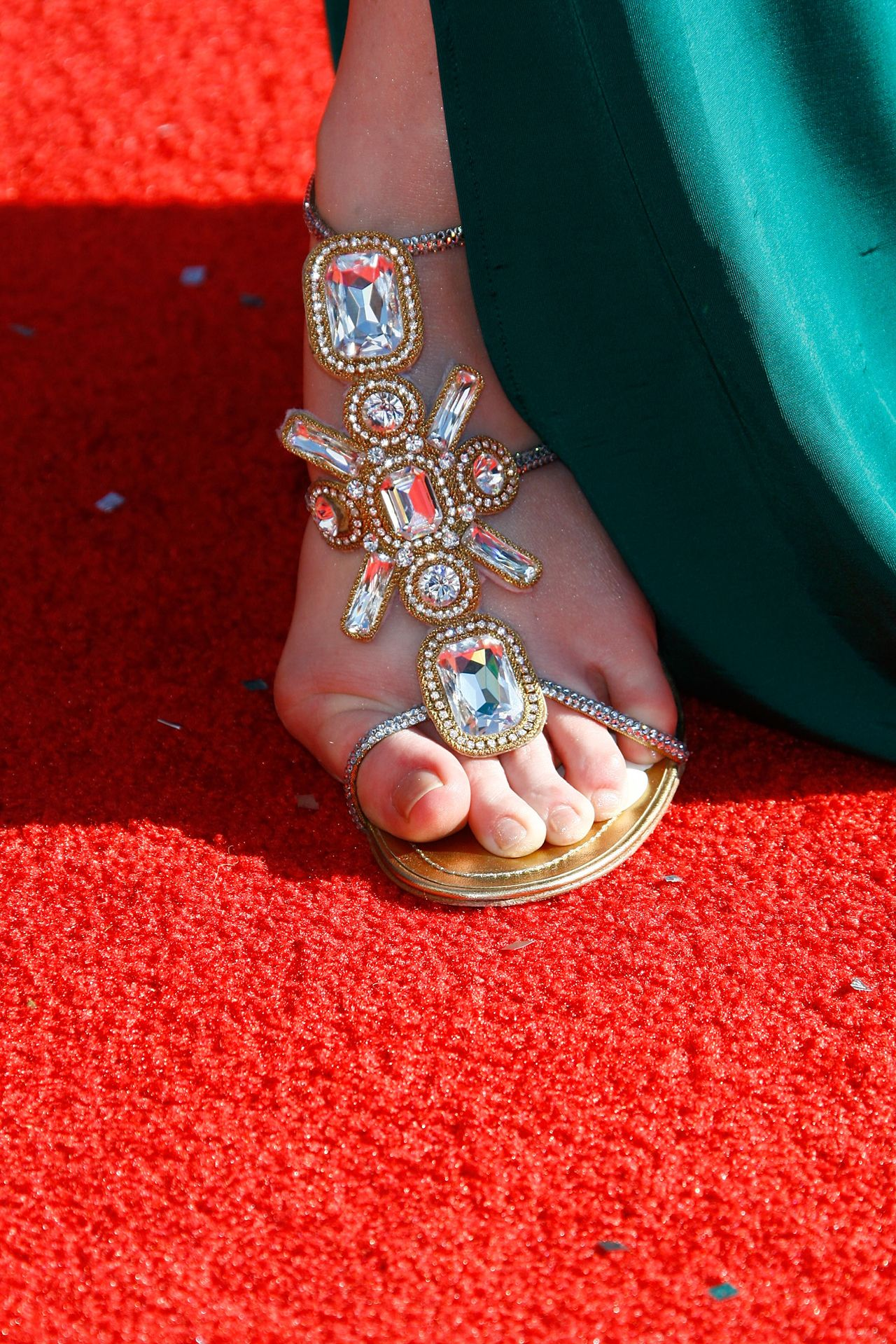 Christinas Feet Close Up Ugliest Celebrity View Ares Maroon Nokha Sneakers Women 36 Pictures And Photo Galleries At Hollyscoop