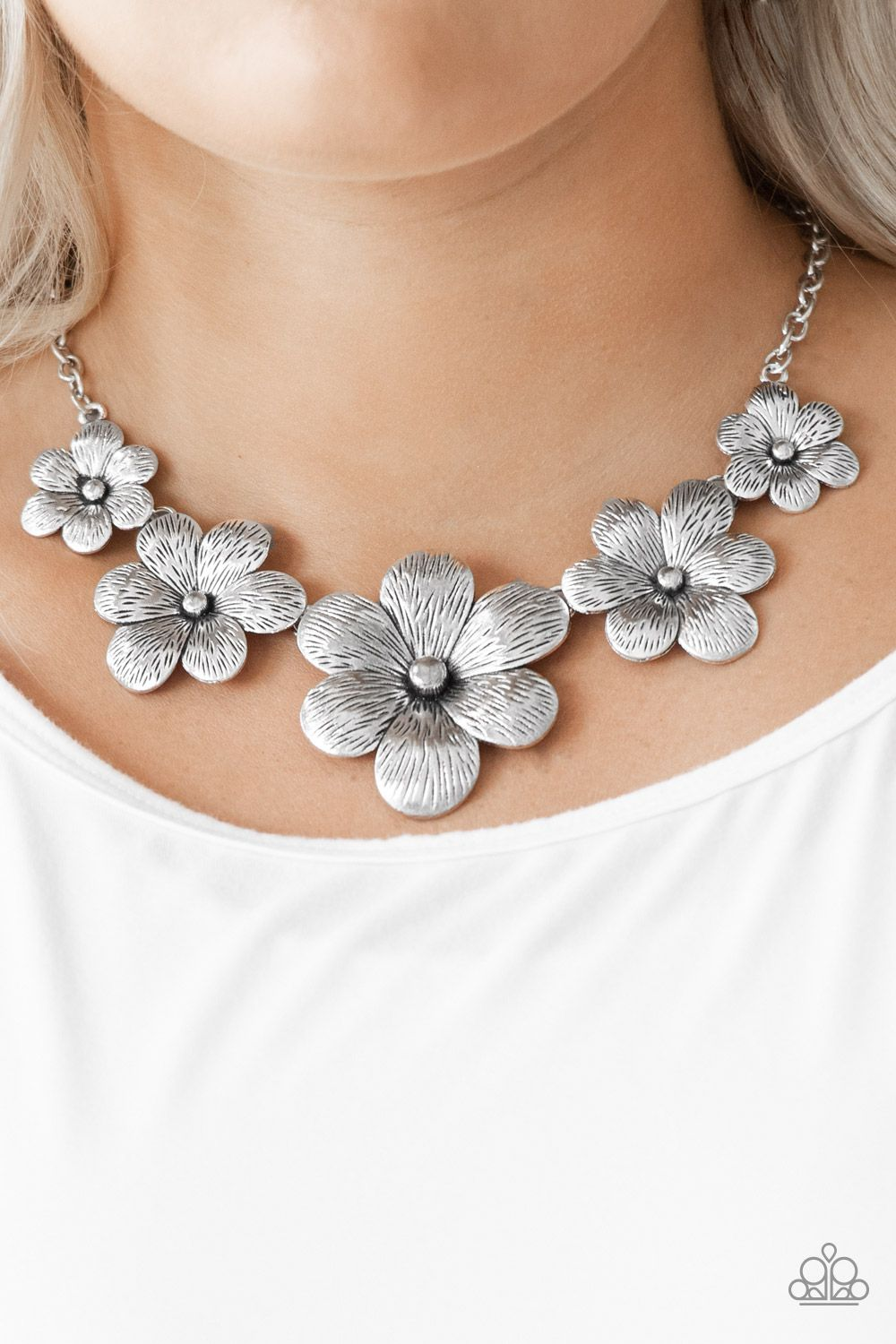 Paparazzi Secret Garden Silver necklace /& earring set