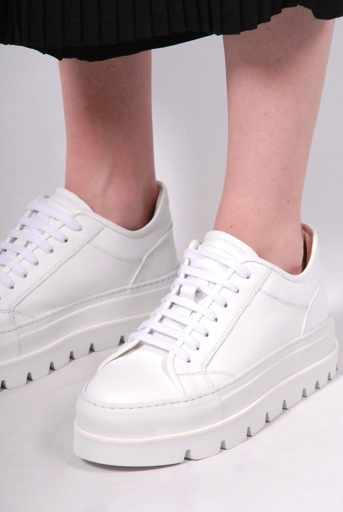 3d5170b5d926 MM6 Maison Margiela White Sneakers with platform cleated sole. Leather