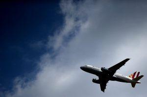 Nawet 600 euro odszkodowania mogą się domagać pasażerowie samolotów. Za co?