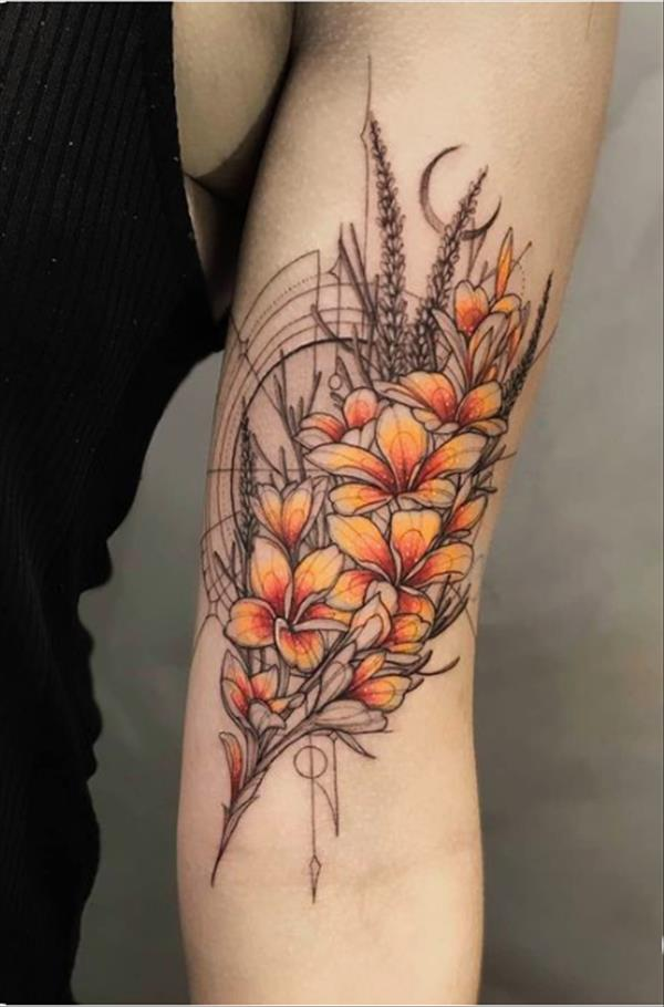 15 Unique Tattoos of Modern Style for Shoulder and Arm - The First-Hand Fashion News for Females
