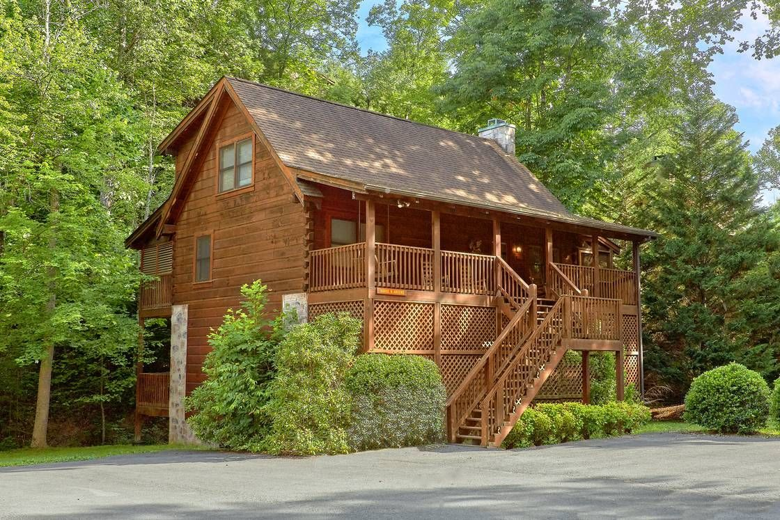 Luxury Cabins In Pigeon Forge Make For The Perfect Spring Break Family Vacation Https Www Alpinemoun Gatlinburg Cabins Family Spring Break Vacations Chalet