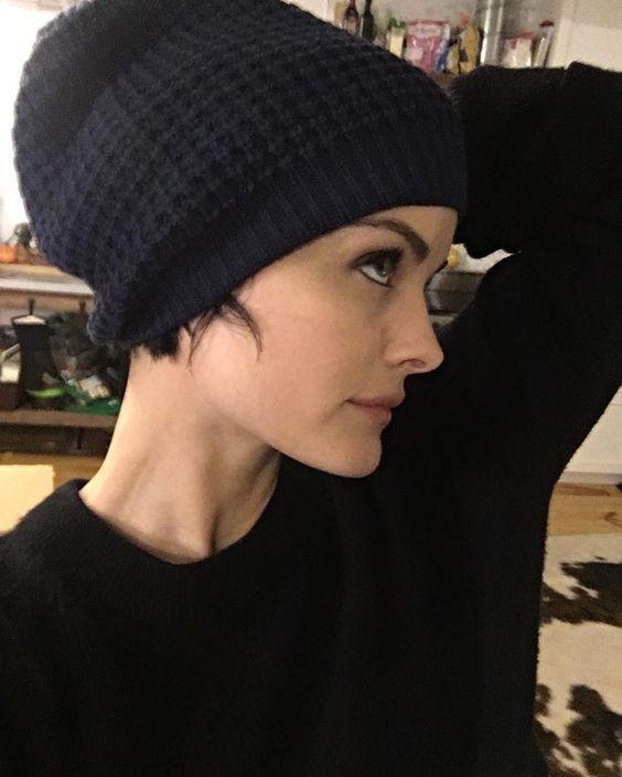 Formas de usar gorrito si tienes el cabello cortito