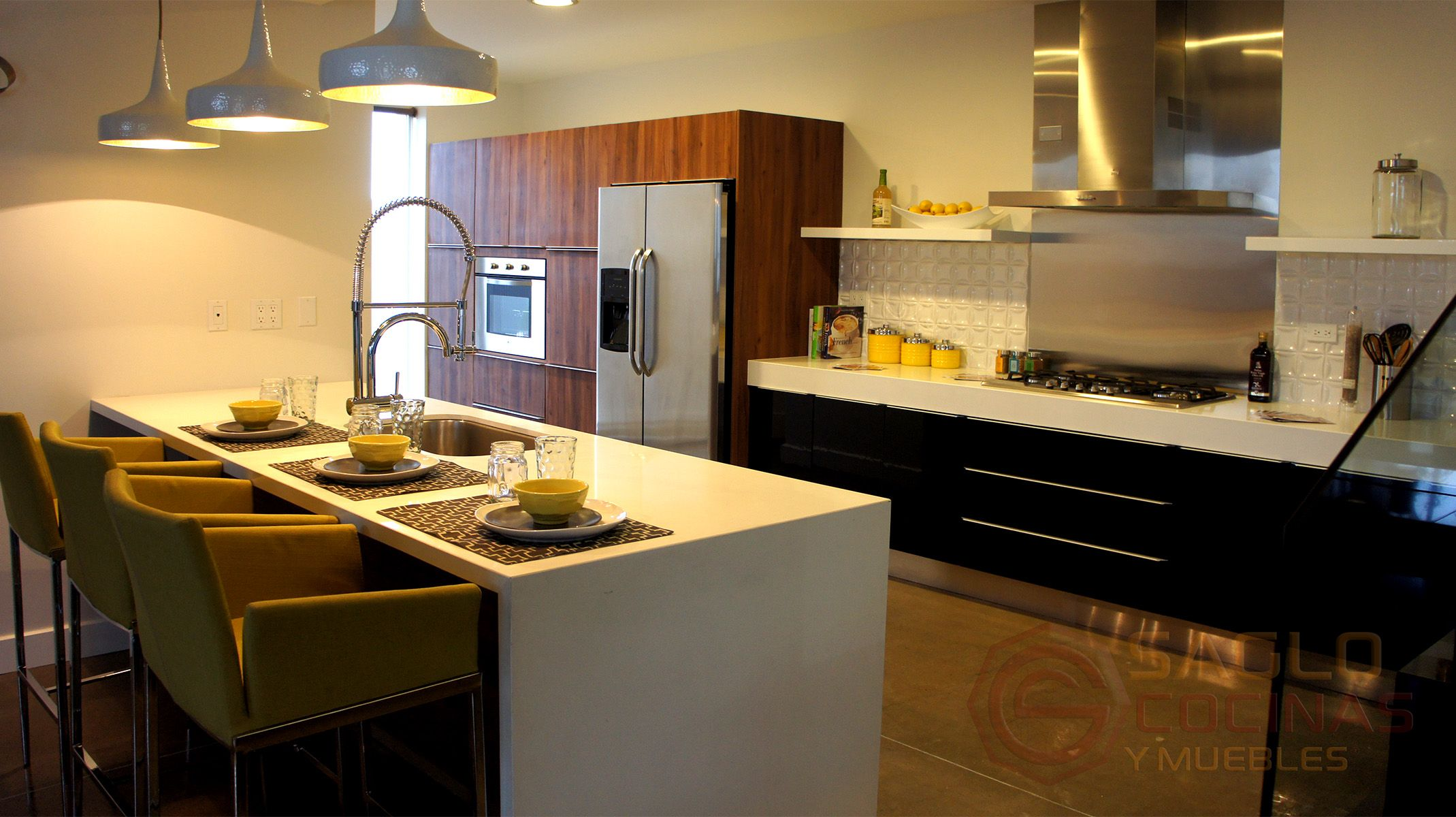 Cocina Integral Moderna En Color Chocolate Con Un Contraste En