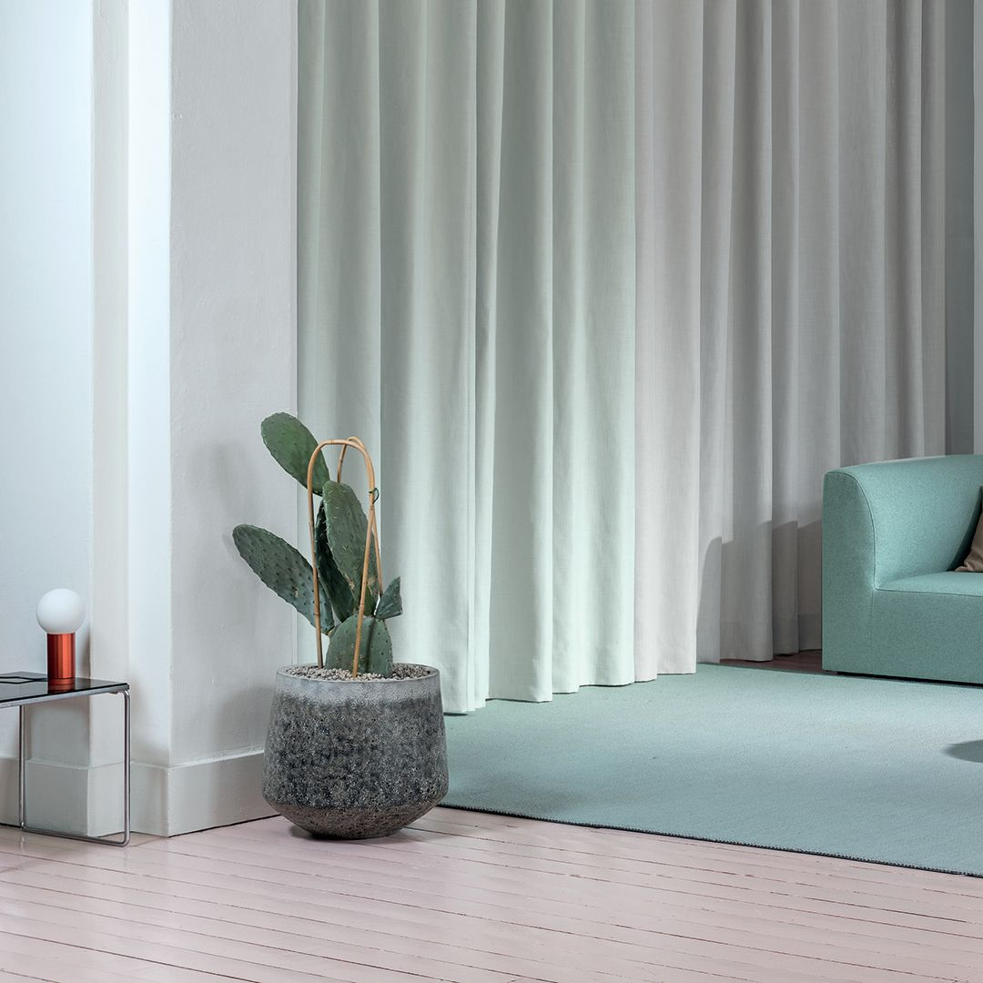 For An Effortless Seamless Look Go For Wide Width Curtain Fabrics Interior Design Interior Design