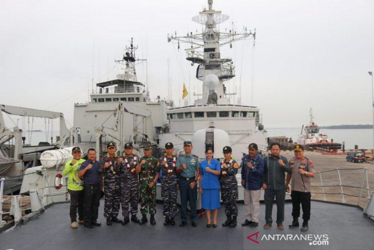 Kri Nbsp Teluk Ende 517 Yang Bertolak Dari Pelabuhan Trisakti Nbsp Banjarmasin Di Kalimantan Nbsp Selatan Dan Kini Bersandar Di Kalimantan Sandaran Berlayar