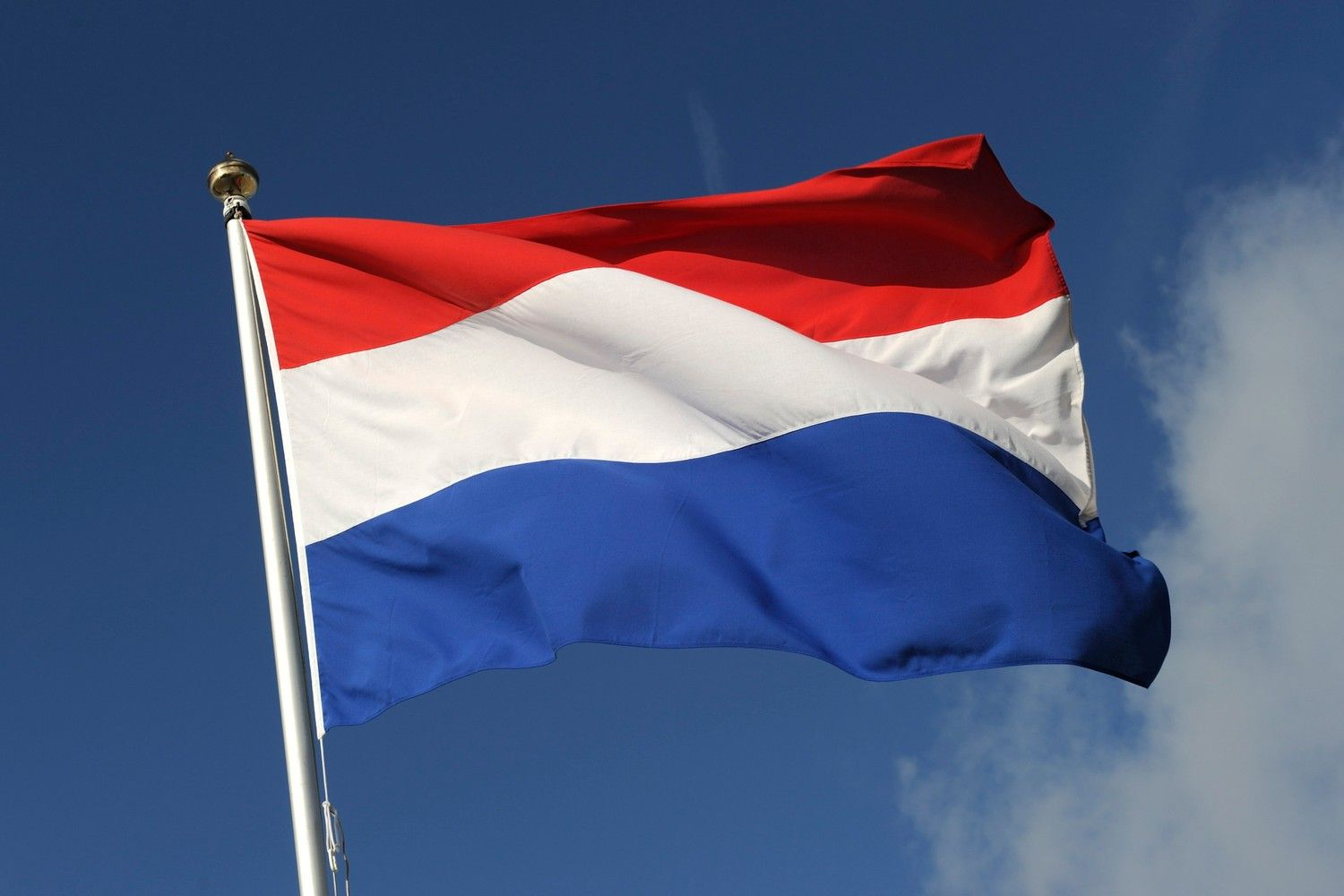 The Dutch Flag Represents The Unity And Independence Of The Entire Kindom Of The Netherlands The Red White Blue Stands Fo Dutch Flag War Flag Netherlands Flag
