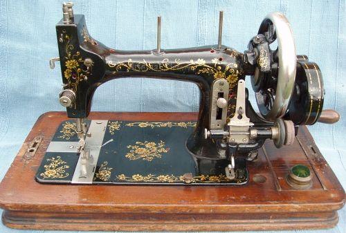 Original Victoria: Serial No. 473470.   Máquinas de coser