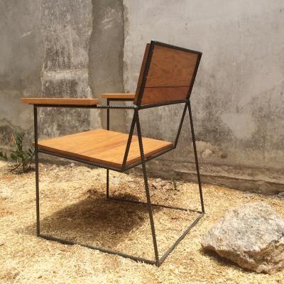 Cadeira com braço feita com barras de vergalhão de 1 2 cadeira
