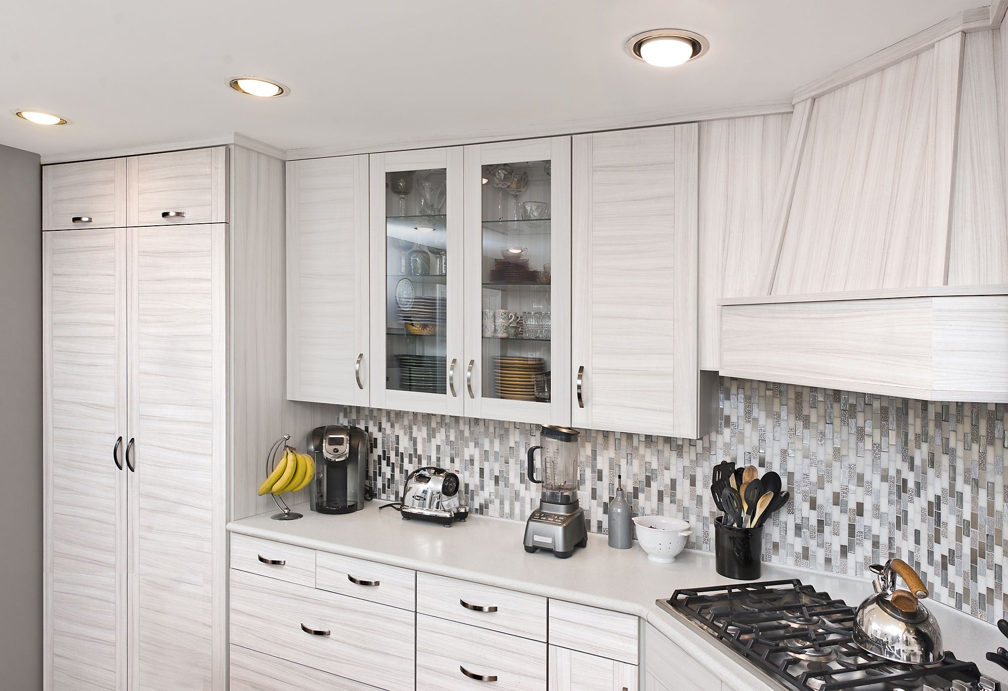 This Kitchen Went From Rustic To Recent With An Update By Kitchen Saver These Shaker And Slab Styled Laminate Doors Laminate Doors Neutral Kitchen Home Decor