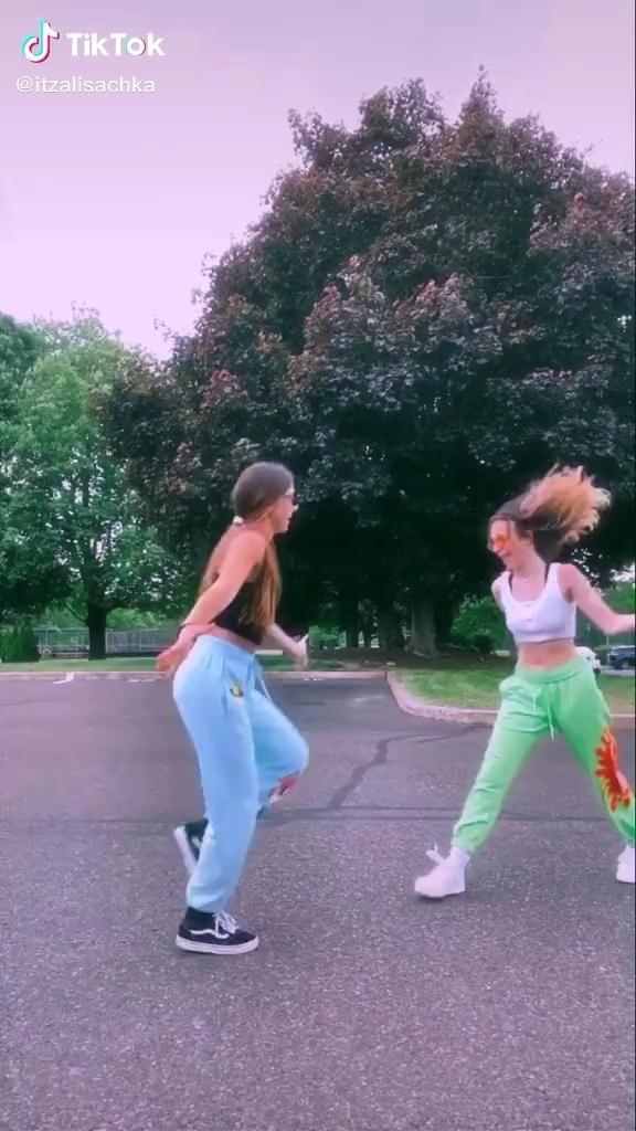 Tik Tok Dances Tik Tok Tiktokdance Friends Dance Dance Videos Tik Tok Dance Humor