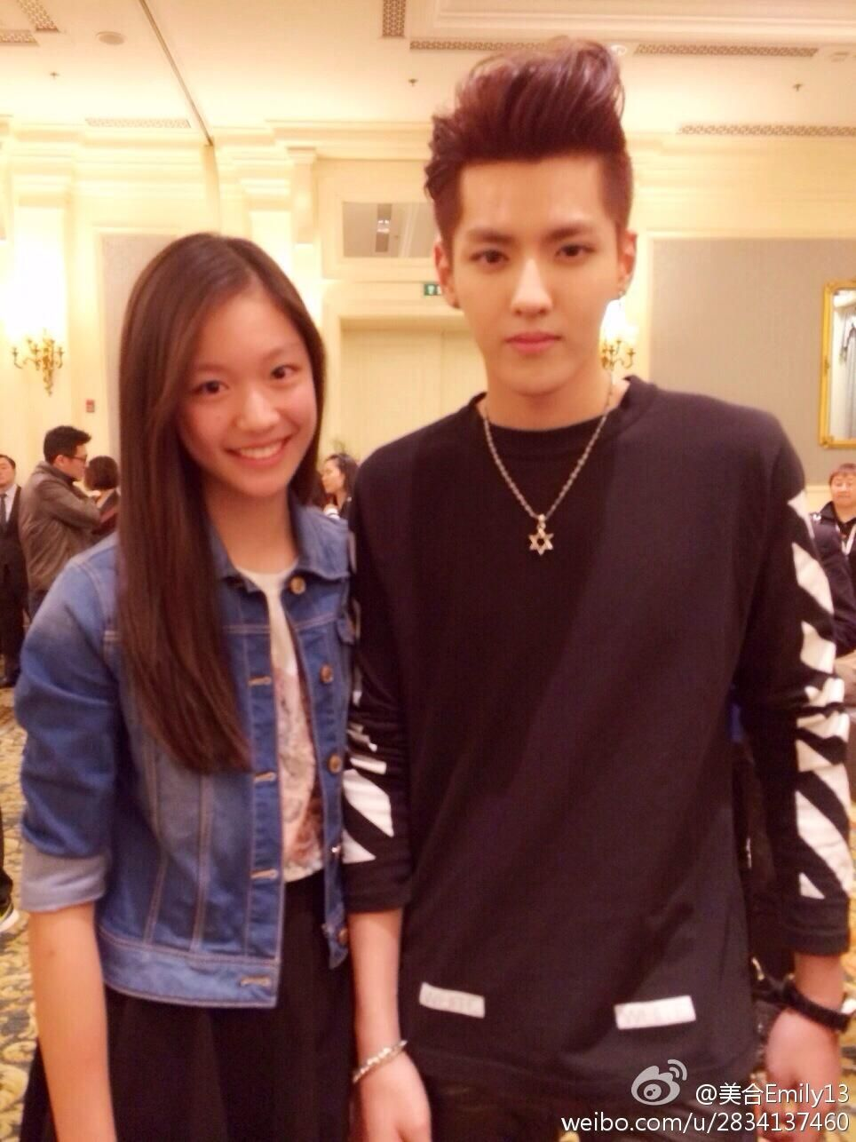 140406 EXO Kris with 美合Emily13 ( Kris is so perfect in this pic I swear I continuously stared at it for minutes )