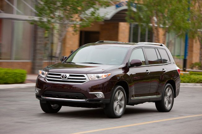 2014 Toyota Highlander Suv With World Debut In New York Toyota Highlander Toyota Compare Cars