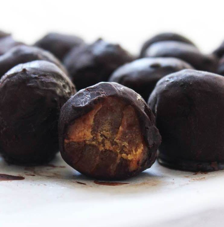 Healthy Recipes By The Healthy French Wife. : Raw Caramel & Chocolate Truffles