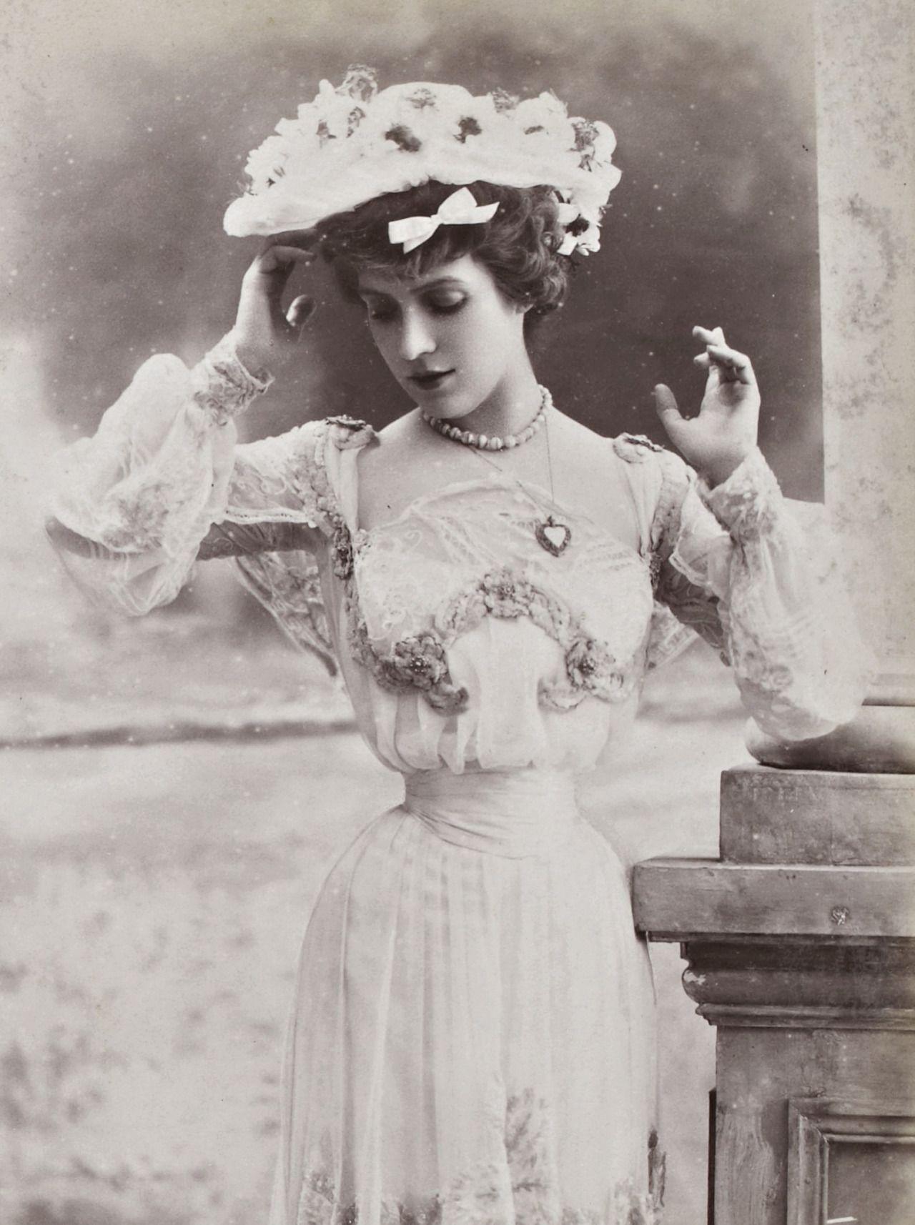 1900s L'ancienne cour