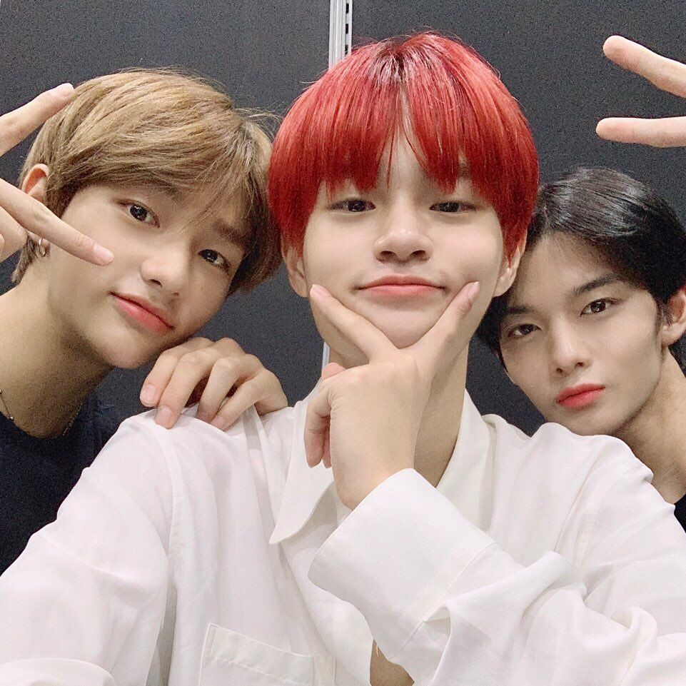 Three Idols Delighted Fans With Some Friendly Snaps On July 22 Ab6ix S Lee Dae Hwi Posted Photos Of Him Stray Kids Hyunjin And C Jinyoung Stray Lee Daehwi
