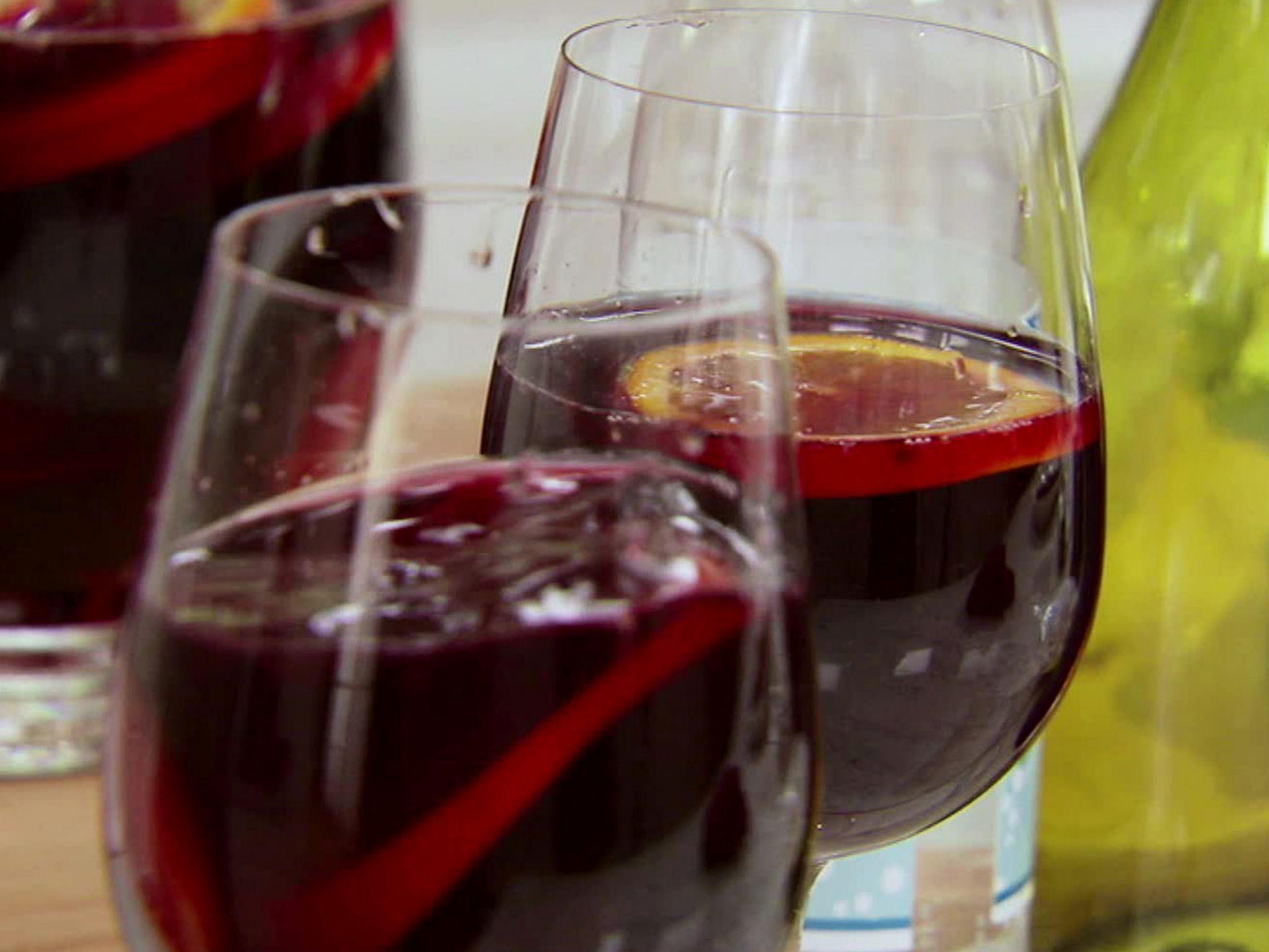 Blushing Sangria Recipe Sangria Recipes Traditional Sangria Recipe Blush Sangria Recipe