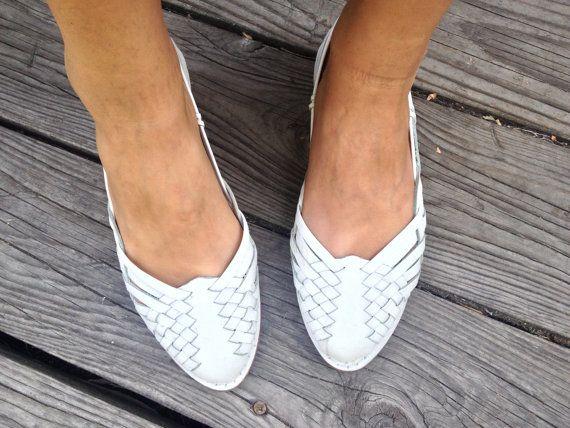 92fc4e0933ec Whoa. Beautiful Vintage White Pristine Leather Mexican Style Women s ...