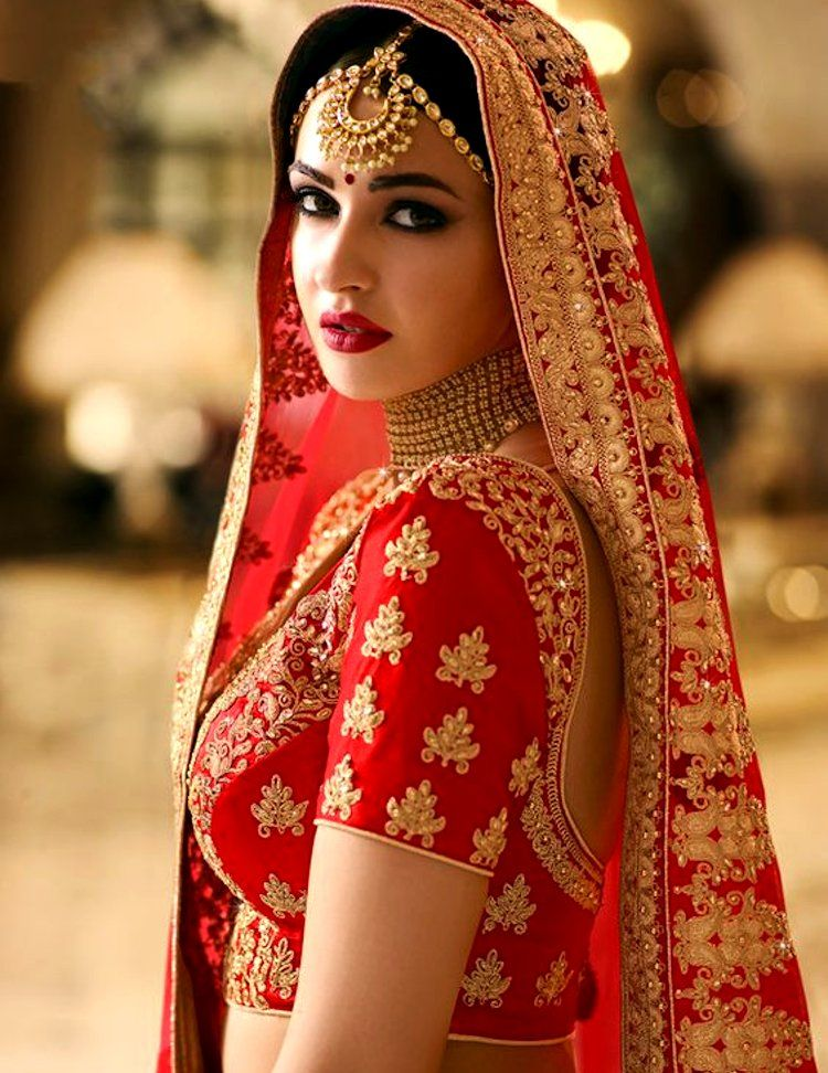 8 Bridal Jewelries & Their Meaning, Importance Which Every Bride-To-Be  Should Know! | Bridal lehenga red, Indian bridal makeup, Indian bridal  fashion