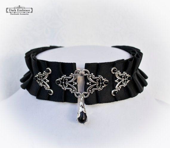 comment porter un collier ras de cou gothique