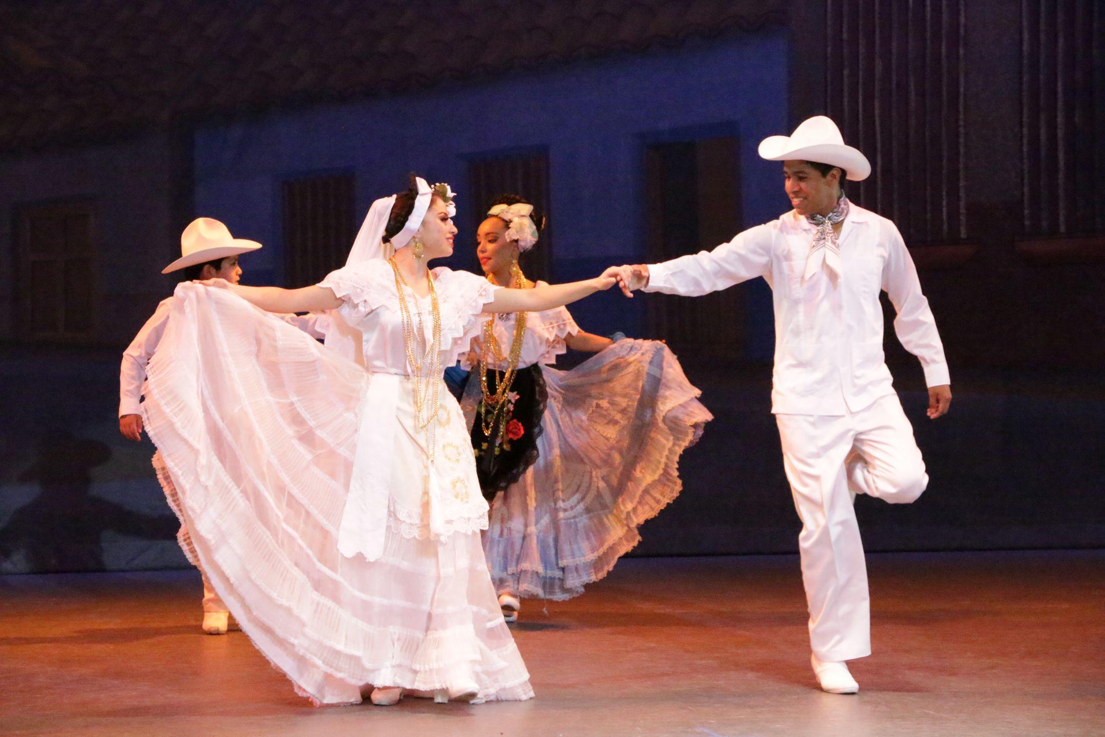 Traje De Novia Veracruz En 2019 Vestidos Tipicos Mexicanos