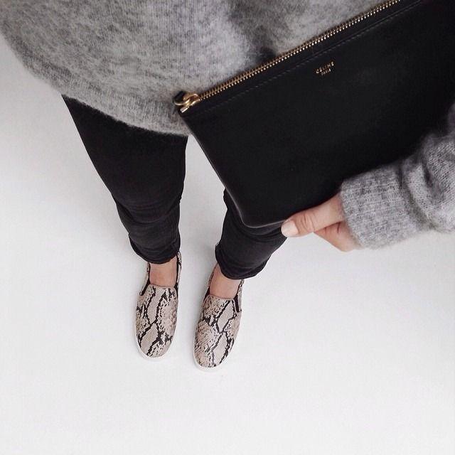 fall fashion // street style // black // grey // monochrome // inspiration // cozy sweater // leather bag