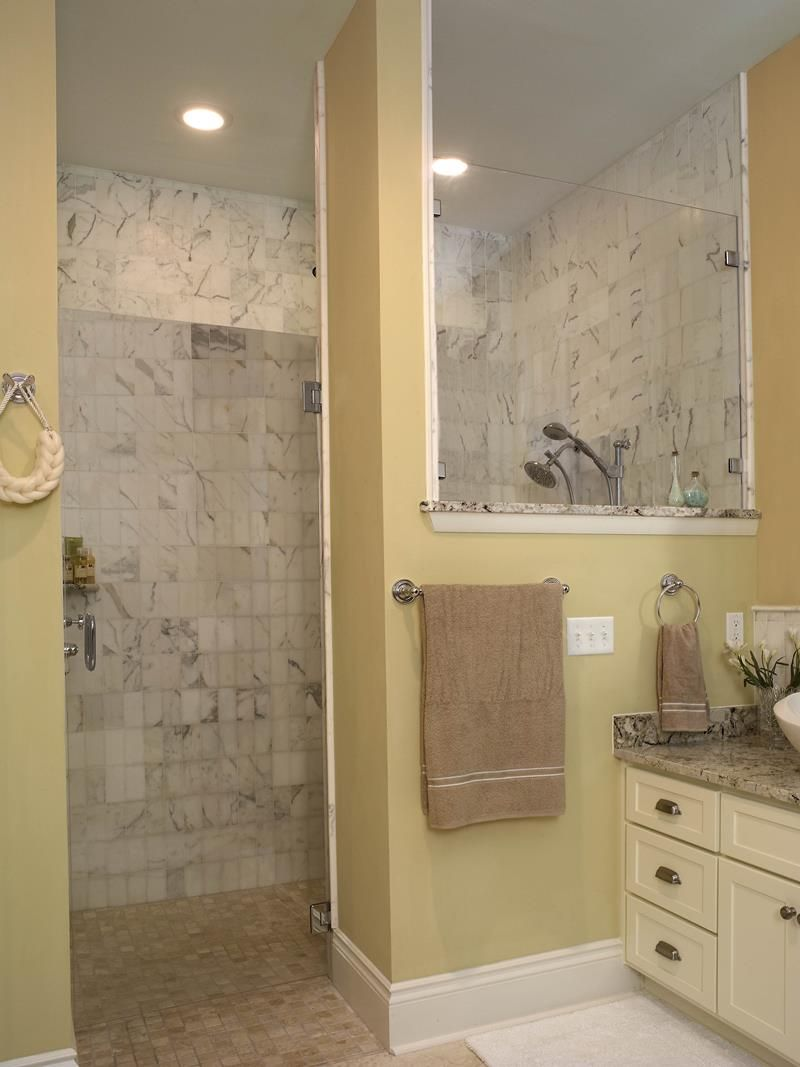 37 Bathrooms With Walk In Showers Small Bathroom With Shower Small Bathroom Trends Doorless Shower