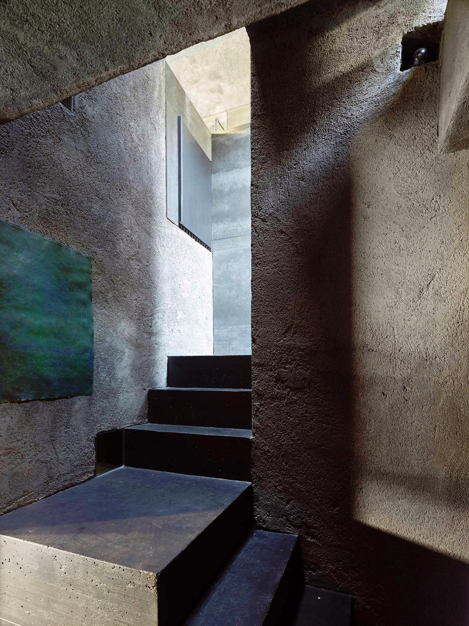 Tiny Concrete Bunker Opens To Reveal A 3 Story Home Concrete House Architect Architect Design