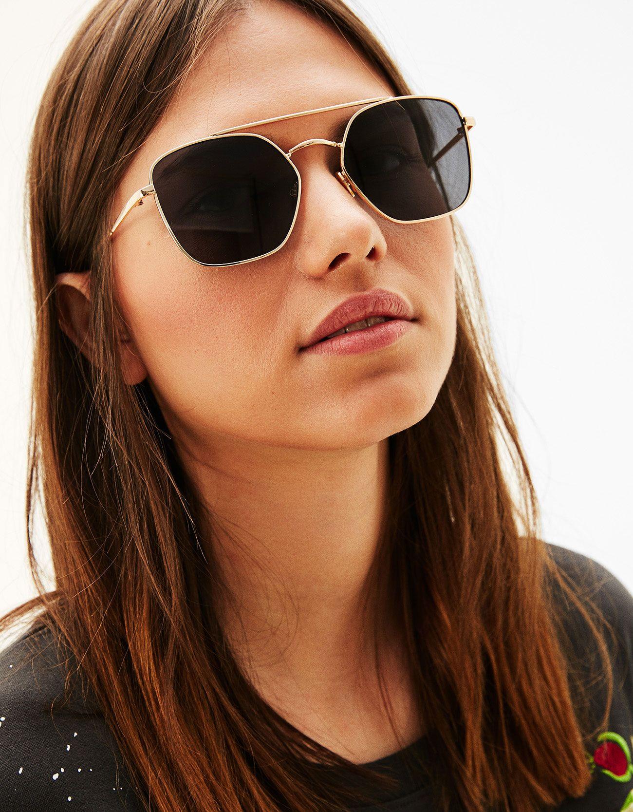 6ae99e97f2 Gafas de sol hexagonal aviador. Descubre ésta y muchas otras prendas en  Bershka con nuevos productos cada semana