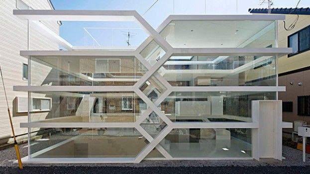 Je moet heel goed kijken om te zien hoe dit glazen huis in elkaar steekt