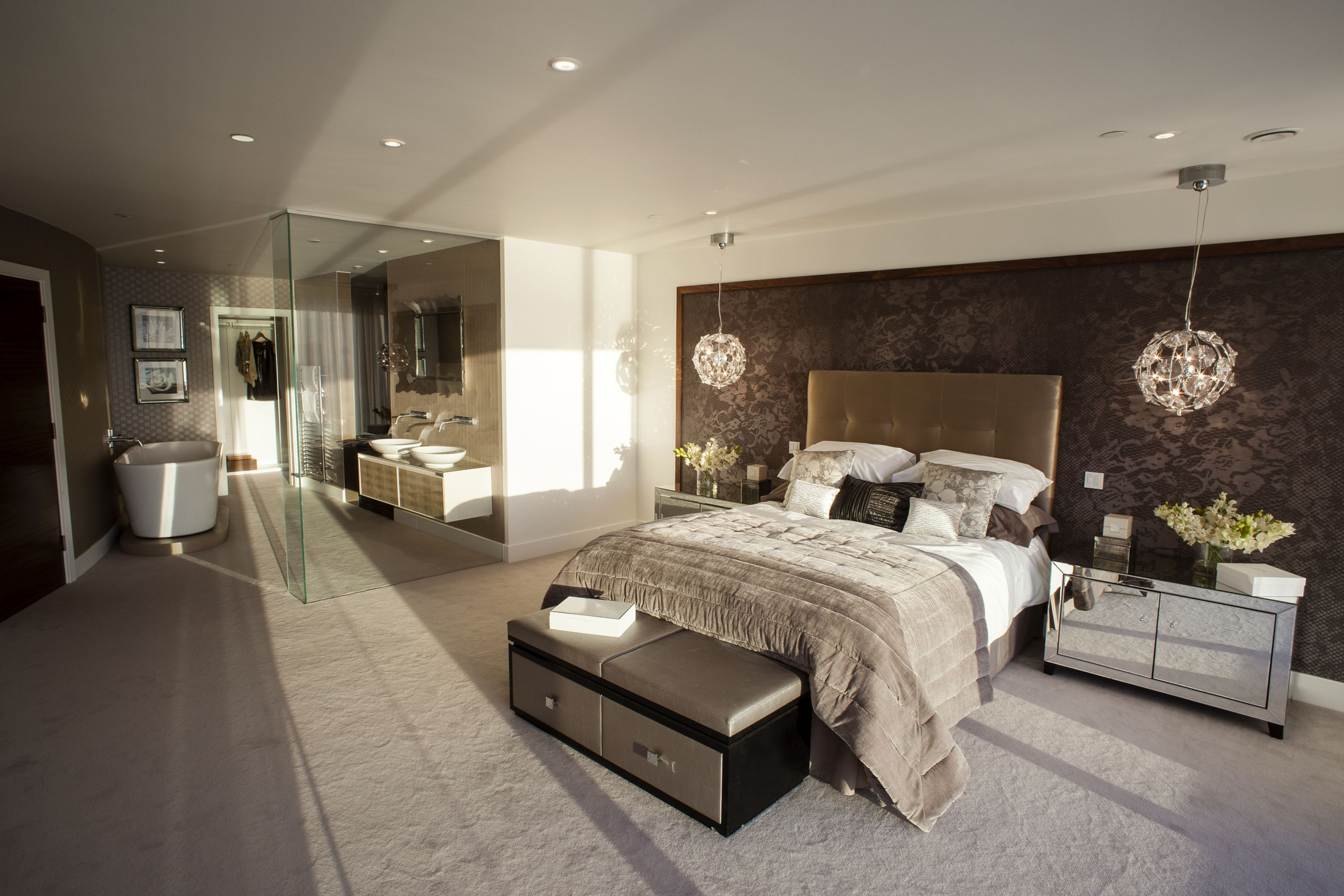 45 Gorgeous Modern Master Bedroom Design Ideas For Comfortable Sleep Modern Luxury Bedroom Luxury Bedroom Design Modern Master Bedroom Design