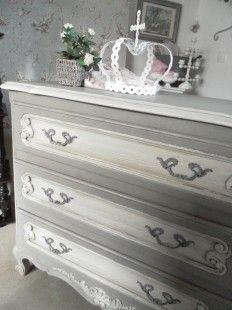 commode de style gustavien meubles et rangements par les champs vienne patine sur. Black Bedroom Furniture Sets. Home Design Ideas