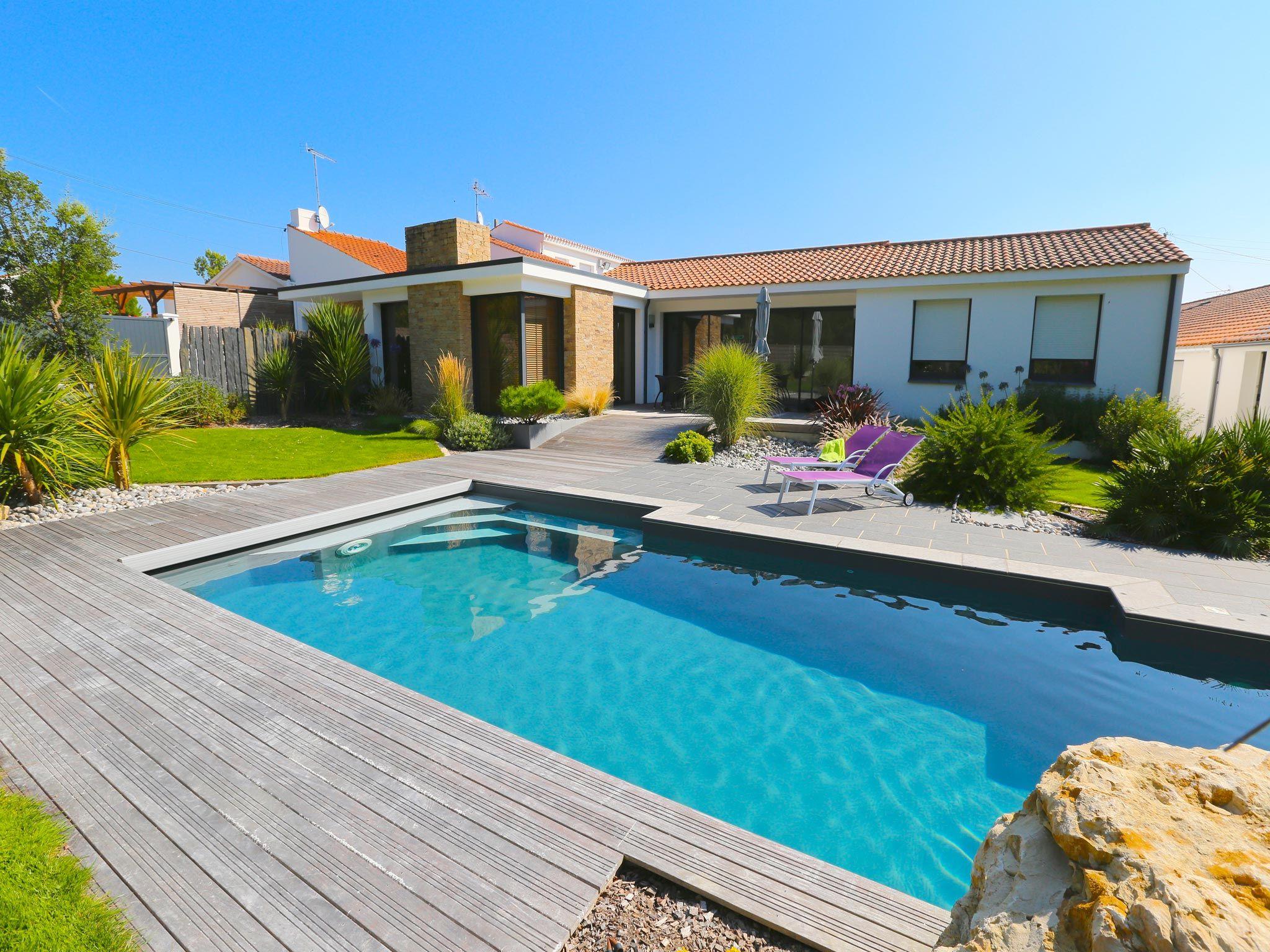 La piscine paysagée par l\'esprit piscine - 8 x 3,5 m Revêtement gris ...