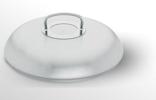 Fissler Hochraum-Pfannendeckel 24, 28 und 32 cm - Backofenfester und spülmaschinengeeigneter Pfannendeckel. Aus robustem und rostfreiem Edelstahl. Der große Deckelgriff ist gut zu greifen, da er durch die ringförmige Wärmeschutzplatte weniger heiß wird.