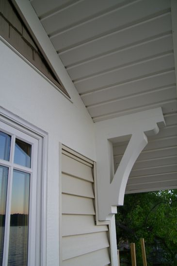 Corbel trim and siding closeup for the home for Craftsman corbels exterior