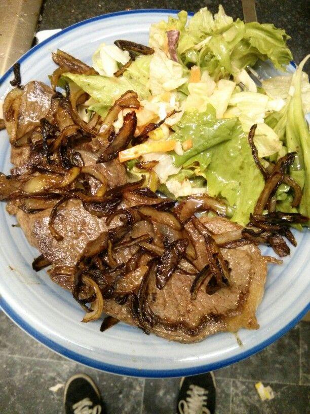 Le Steak avec oignons