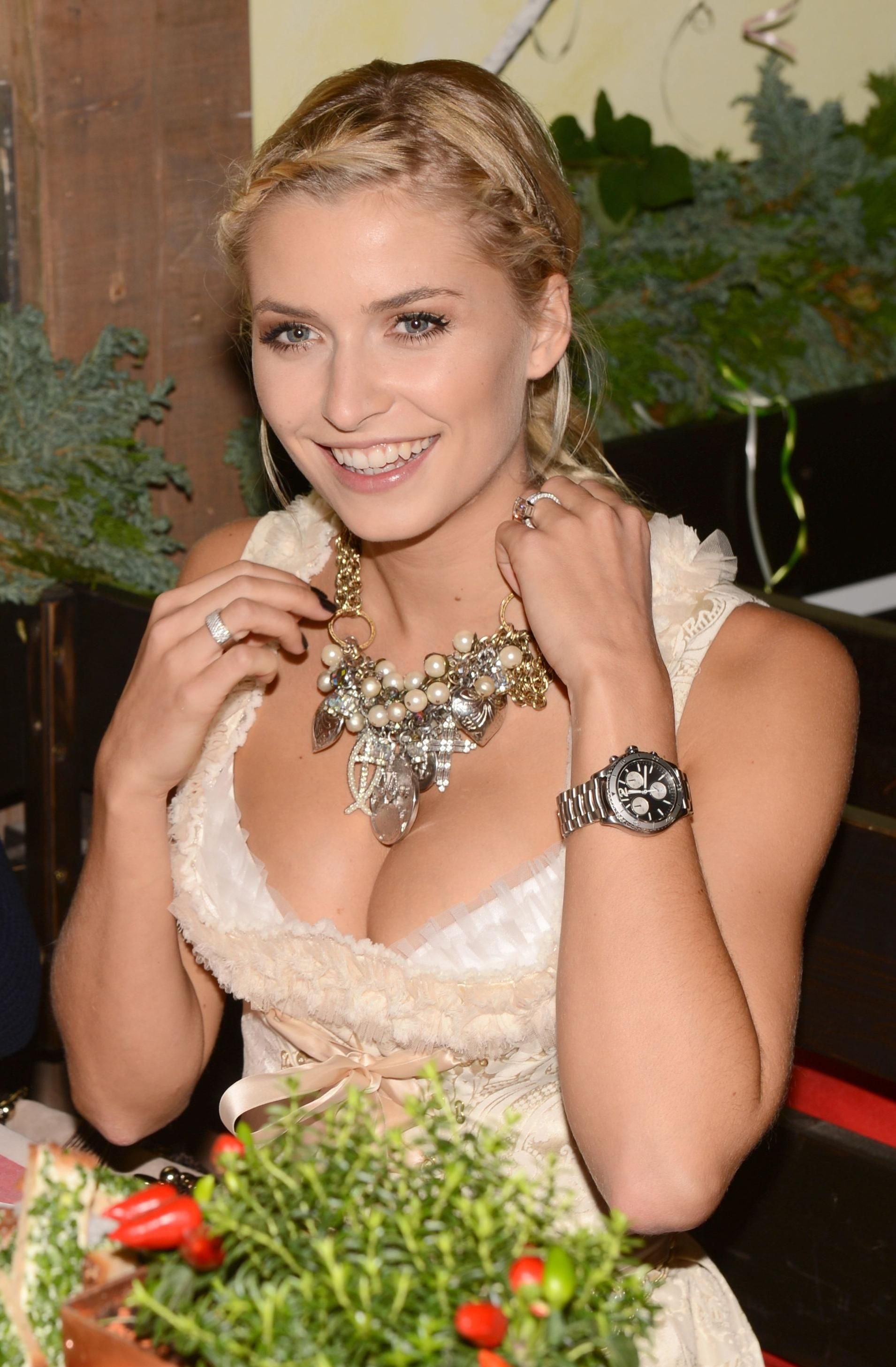 lena gercke | Lena G | Pinterest | Sexy wife, Smiling