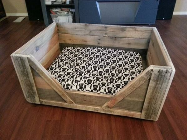 Diy Wooden Dog Beds From Euro Pallets Pallet Dog Beds Wood Dog Bed Dog Bed Frame