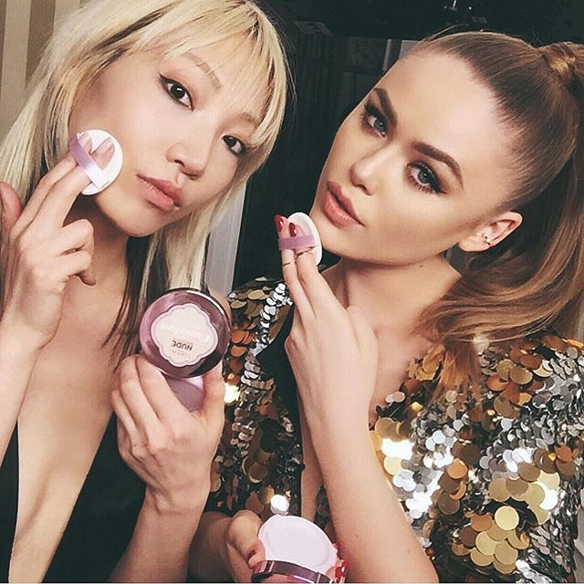 Tap tap with @soojmooj and our magic cushion foundation while on set with @lorealmakeup  #LOrealista #WorthIt