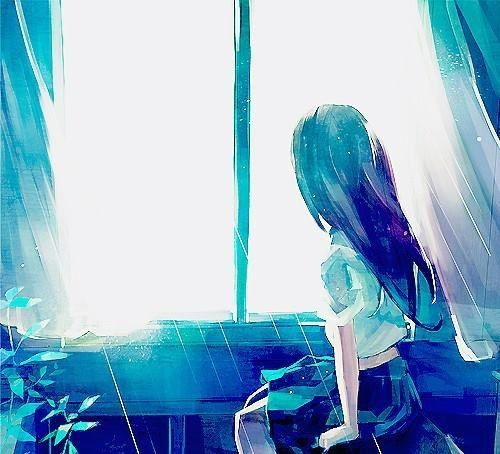 Door het licht lijkt het of de gordijnen bewegen en het meisje iets ...