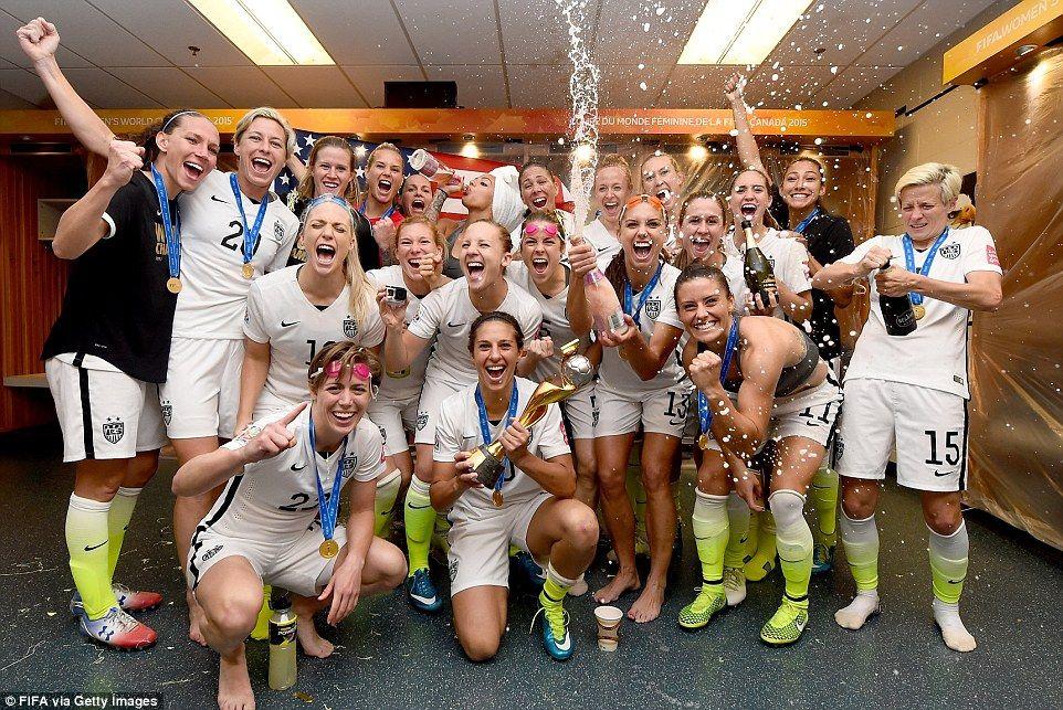 Carli Lloyd And Us Women S National Team Celebrate World Cup Victory Female Athletes Carli Lloyd Usa Girls