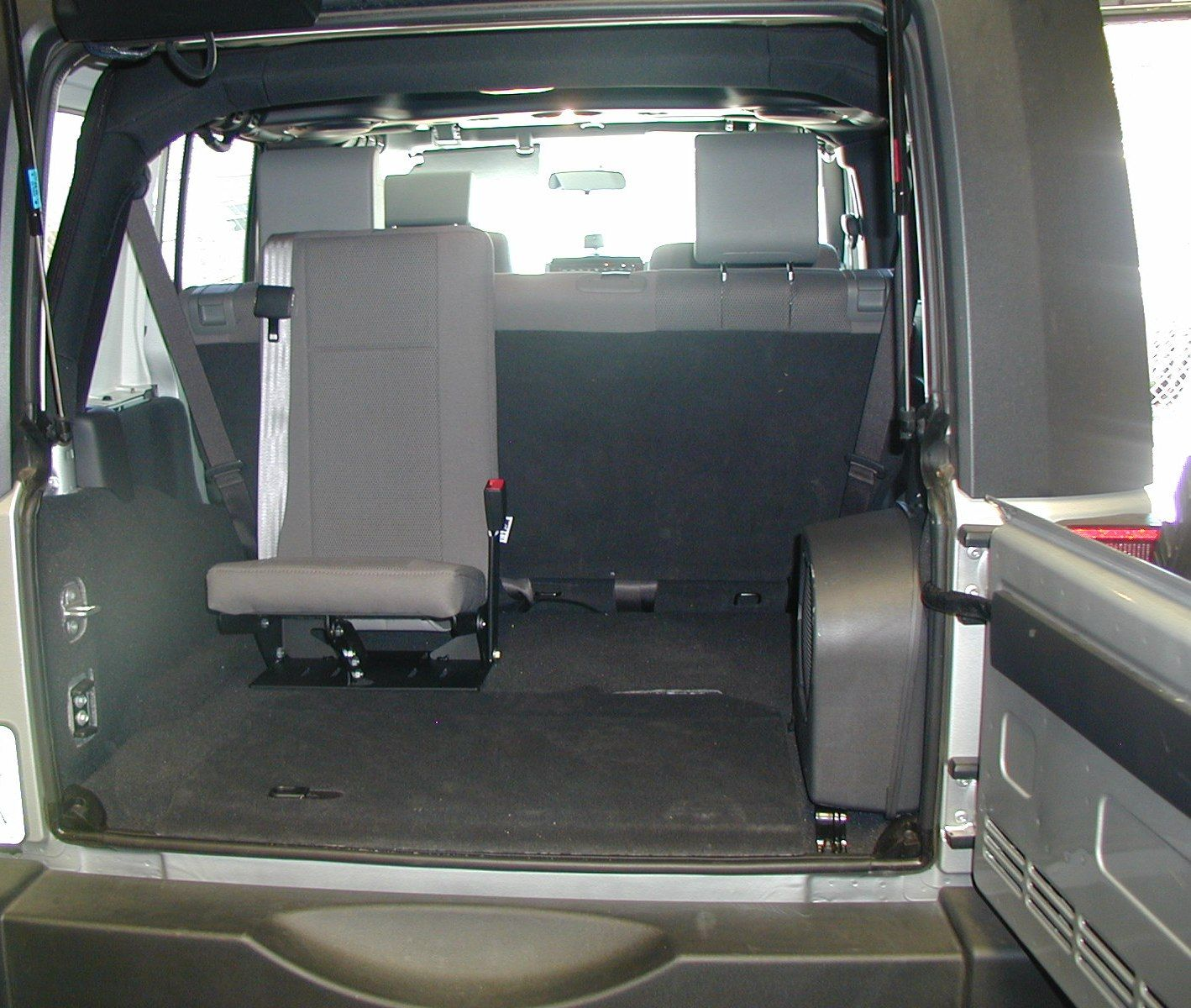 2013 jeep wrangler with third row autos post. Black Bedroom Furniture Sets. Home Design Ideas
