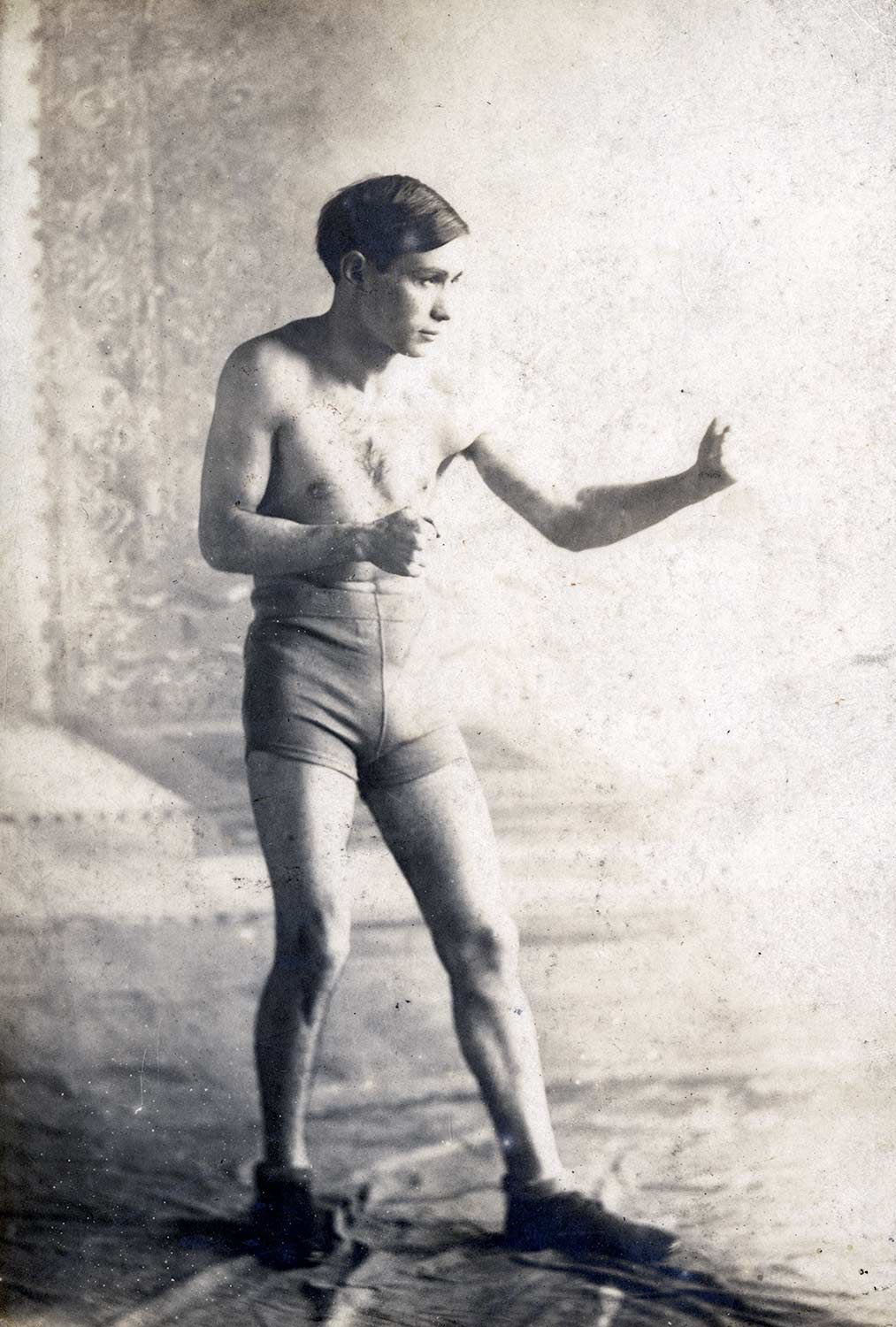 Louis Berland boxed professionally before joining the army. On February 25, 1919, he won the First Division lightweight championship at Montbaur Arena in Germany.