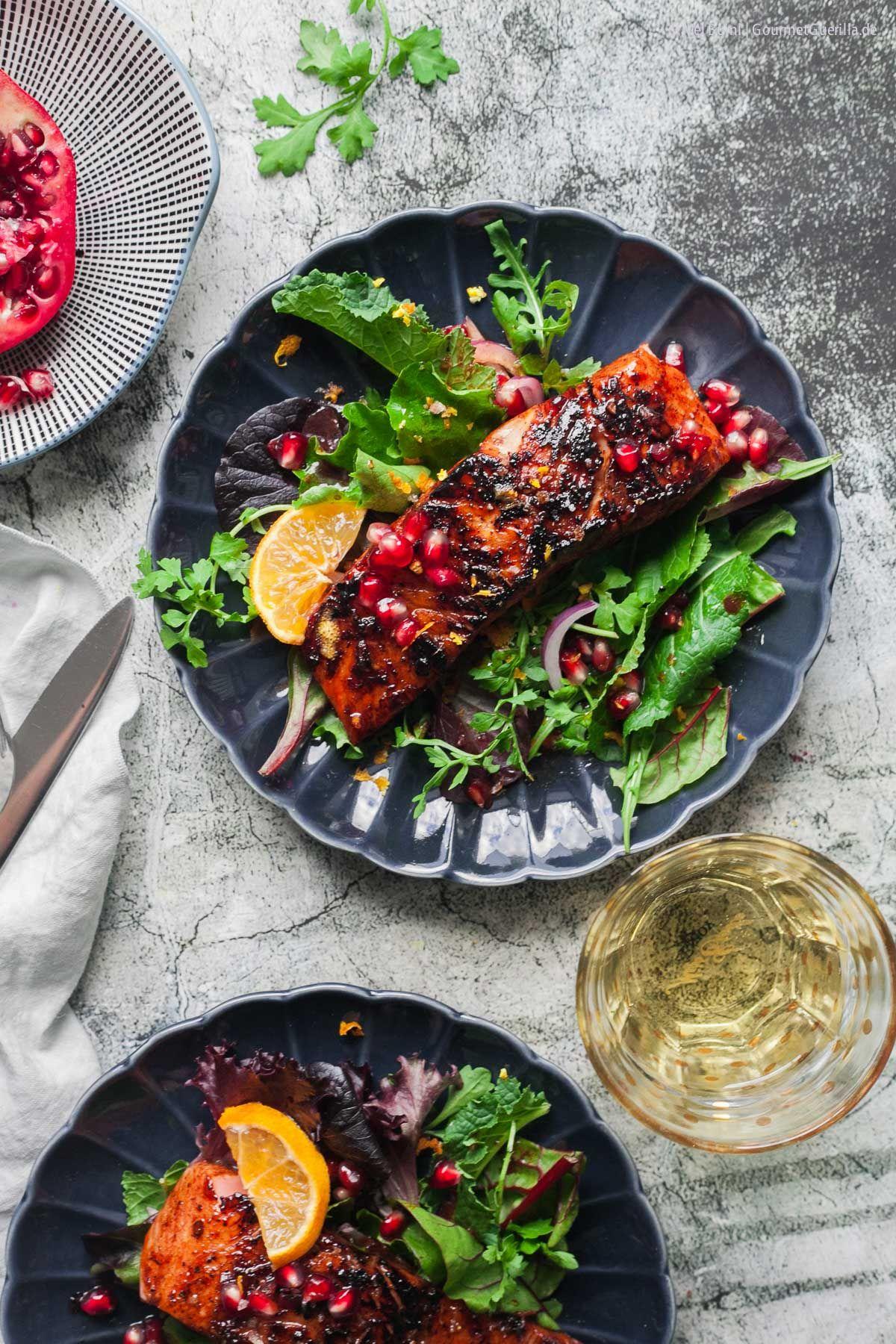 Mit Granatapfel- Melasse glasierter Lachs auf Wildkräuter- Salat. Schnell gemacht und so va-va-vooom! - GourmetGuerilla´s Foxy Food