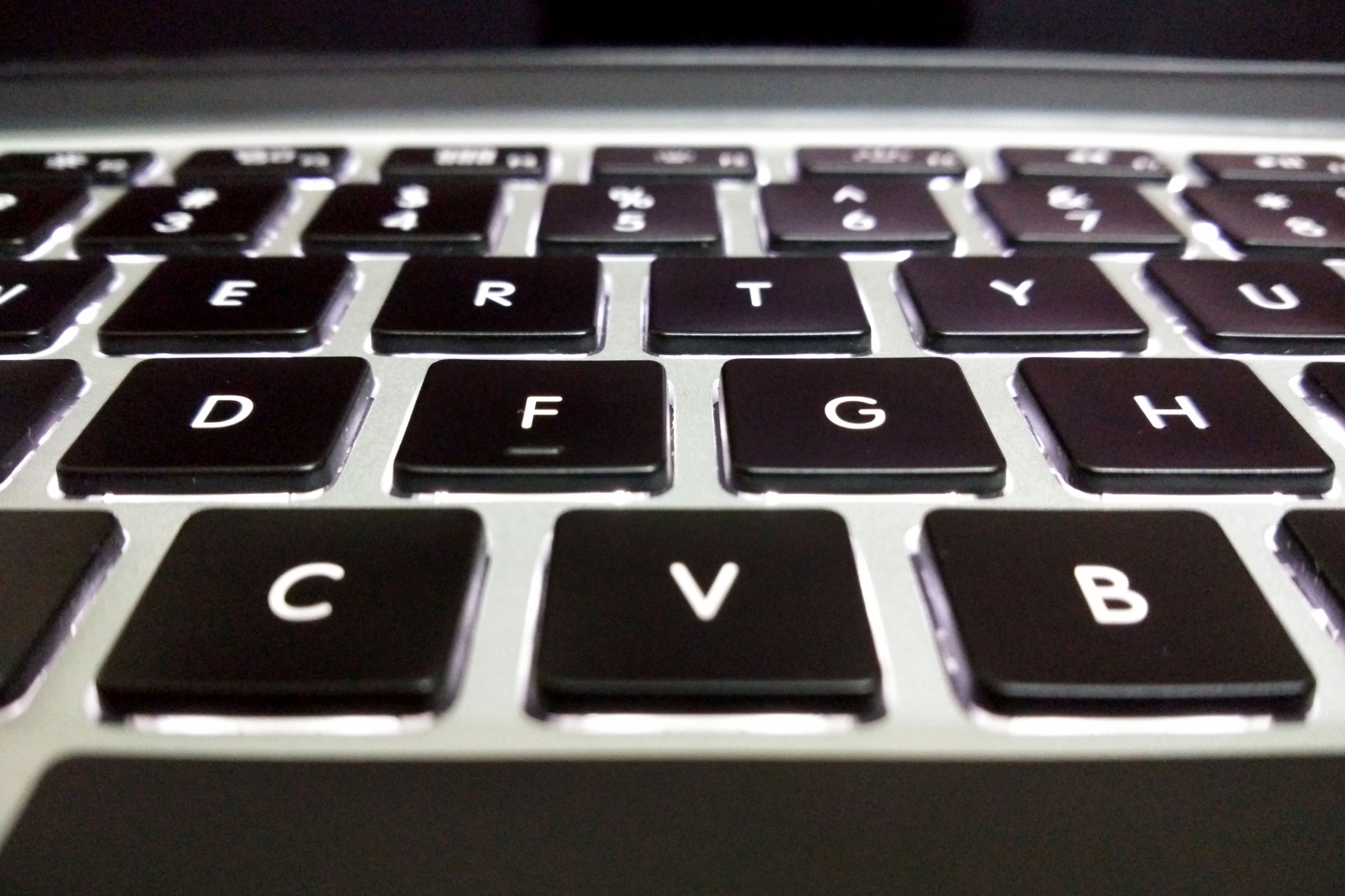 Cleaning Macbook Keyboard, Dustoff without Removing the