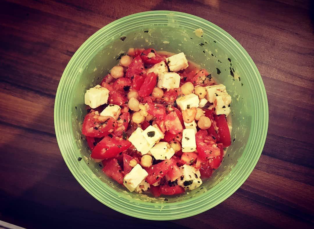 Next... 🥗 Kichererbsen-Salat mit Tomaten und Schafskäse 🥗 Mittag für morgen...